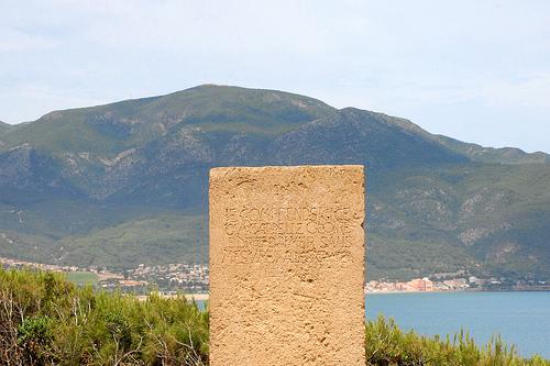 Stèle en à la mémoire des Noces à Tipaza d'Albert Camus
