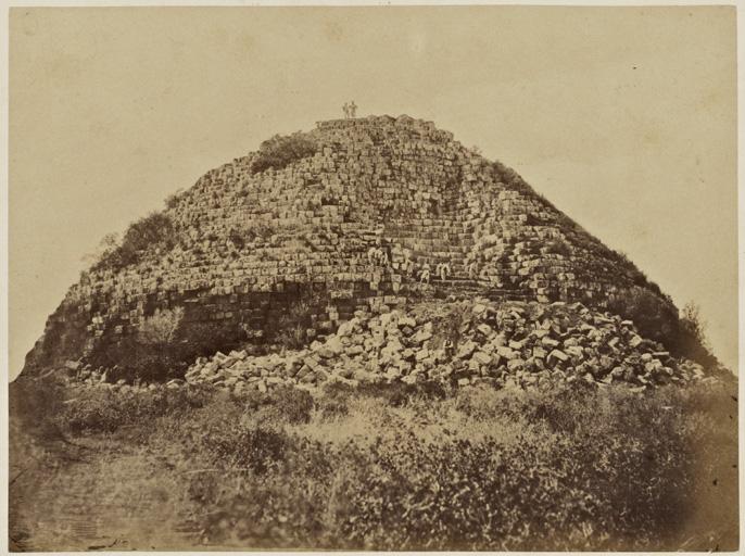 Tipaza 11 sépulture des rois de Mauritanie entre Sidi-Ferruch et Tipaza